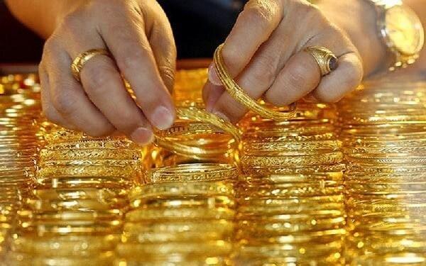 Chọn mua nhẫn vàng ở những cửa hàng uy tín