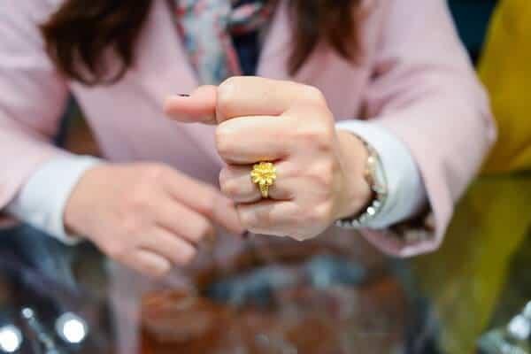 Tìm mua nhẫn vàng 2 chỉ ở những cơ sở uy tín