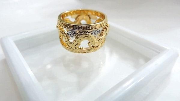 Kiểm tra nhẫn vàng bản to kỹ càng trước khi mua