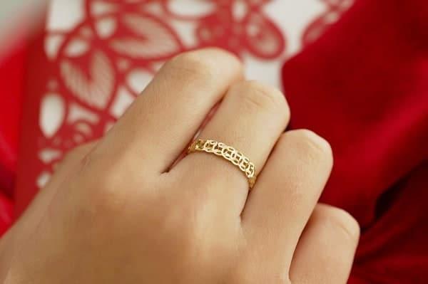 Vàng tây là loại vàng được tạo nên từ một số kim loại khác màu cùng với vàng