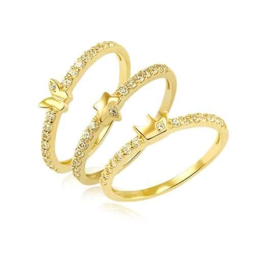 Vàng tây được chế tạo bằng cách nung chảy vàng nguyên chất và một số kim loại màu như đồng, bạc,…