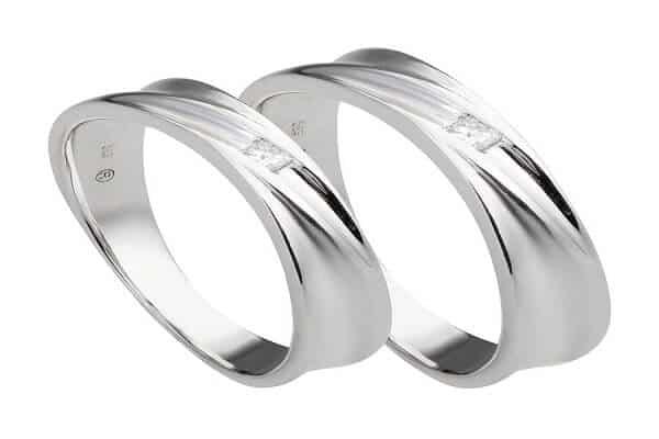 Mẫu nhẫn cặp vàng trắng đính kim cương