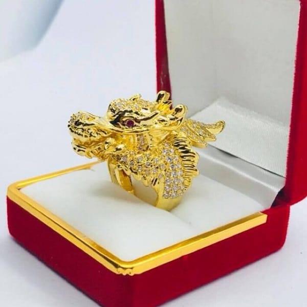 Mẫu nhẫn hình đầu rồng đính kim cương