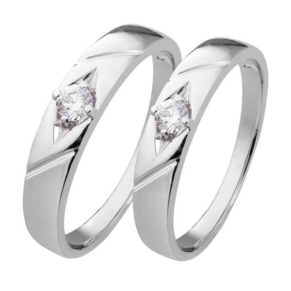Nhẫn cặp vàng trắng đính kim cương khắc họa tiết