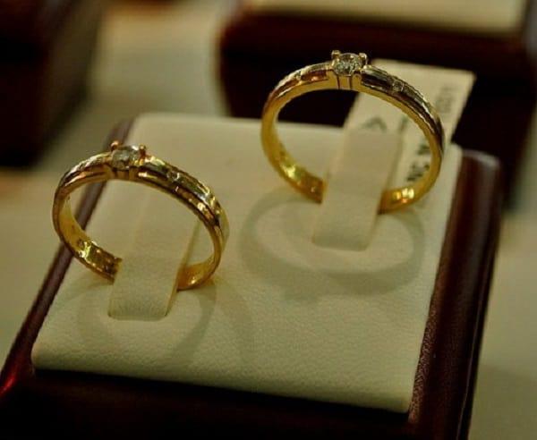 Nhẫn cặp vàng tay đính đá nhỏ