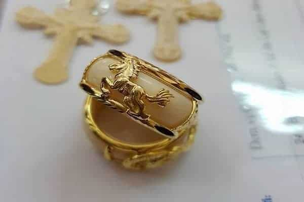Mẫu nhẫn tròn chạm khắc hình ngựa