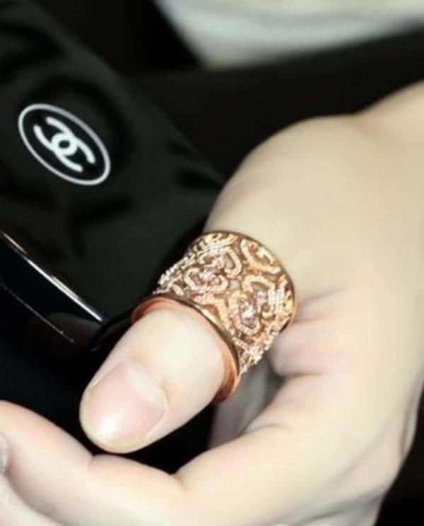 """Nhẫn vàng đeo tay bản to """"chất lừ"""""""