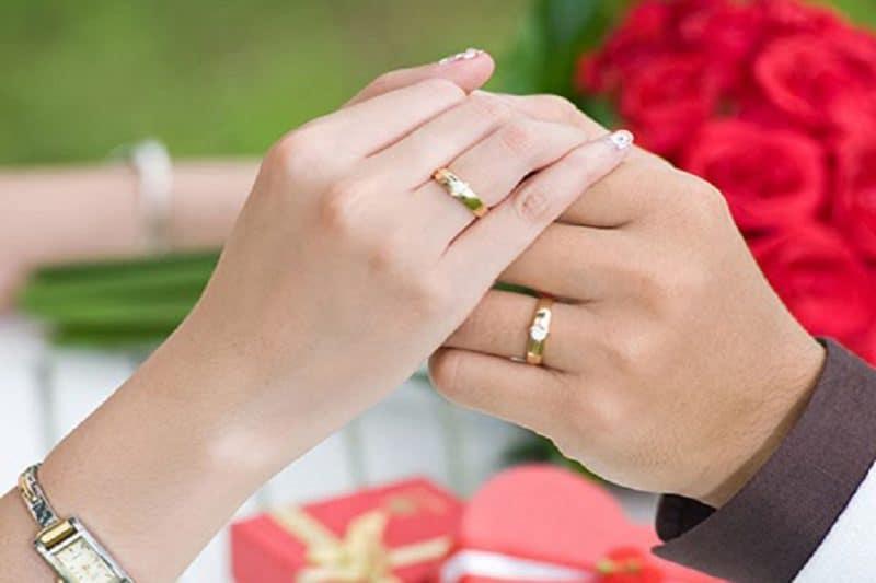 Mách nhỏ bạn cách sử dụng nhẫn vàng đôi đẹp như mới