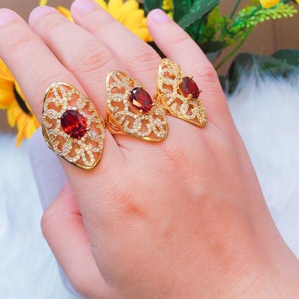 Một chiếc nhẫn vàng đính đá sẽ giao động từ vài chục triệu đến vài trăm triệu