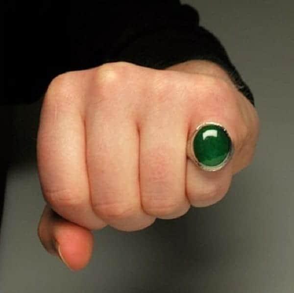 Chọn mua nhẫn vàng mặt đá cho nam giới theo phong cách