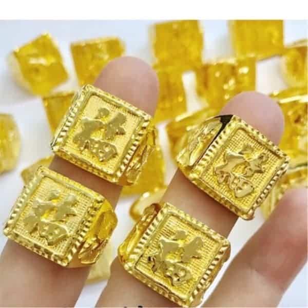Mẫu nhẫn vàng mặt vuông chạm khắc chữ Hán