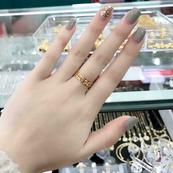 Chú ý chọn mua nhẫn vàng tây phù hợp với tài chính, size tay, kiểu dáng,..