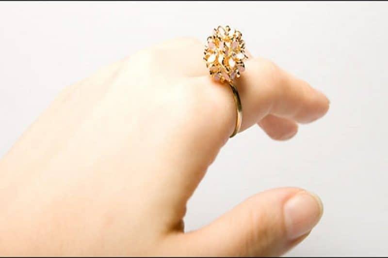 Cách chọn nhẫn vàng tây mặt đá đẹp cho nữ giới