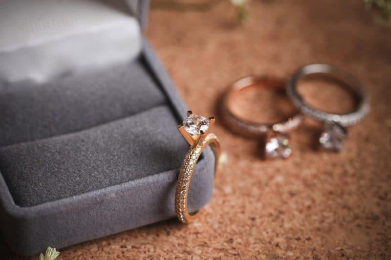 Cách bảo quản và làm mới nhẫn vàng tây thời trang