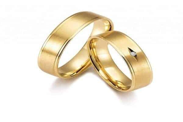 Mẫu nhẫn vàng tây trơn đính đá chìm