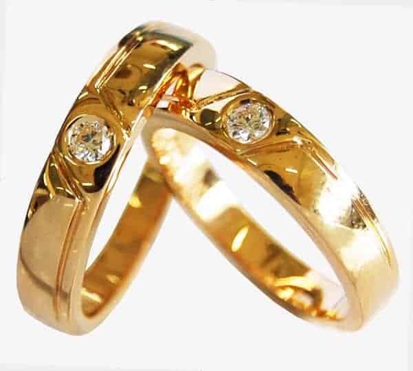Mẫu nhẫn vàng đính kim cương