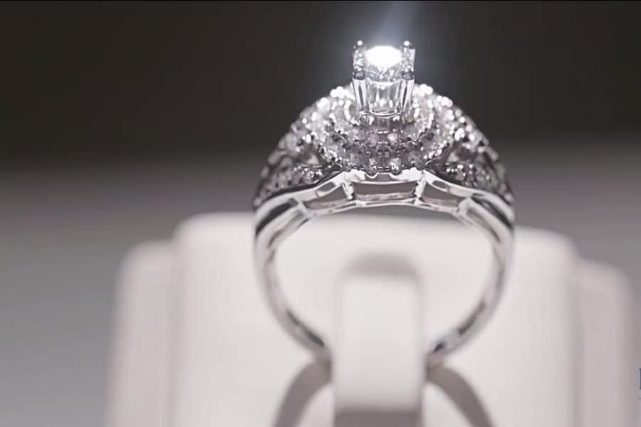 nhẫn vàng trắng