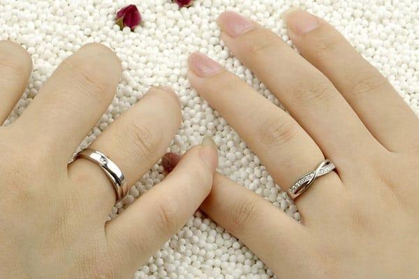 Chú ý chọn mua nhẫn cưới vừa tay người đeo