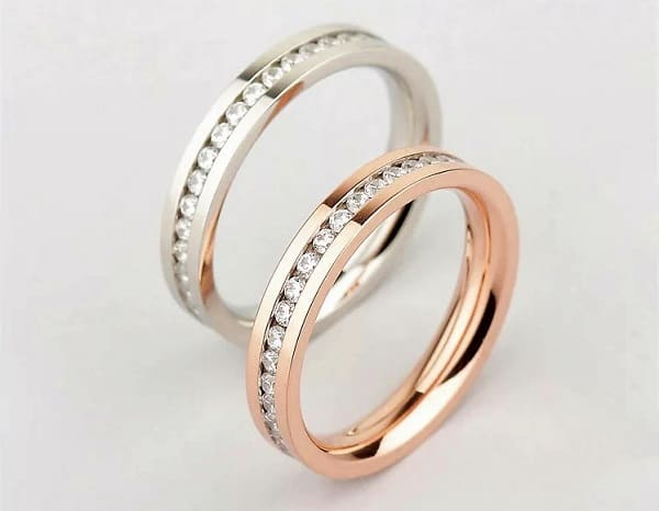 Nhẫn cưới đính đá đơn giản