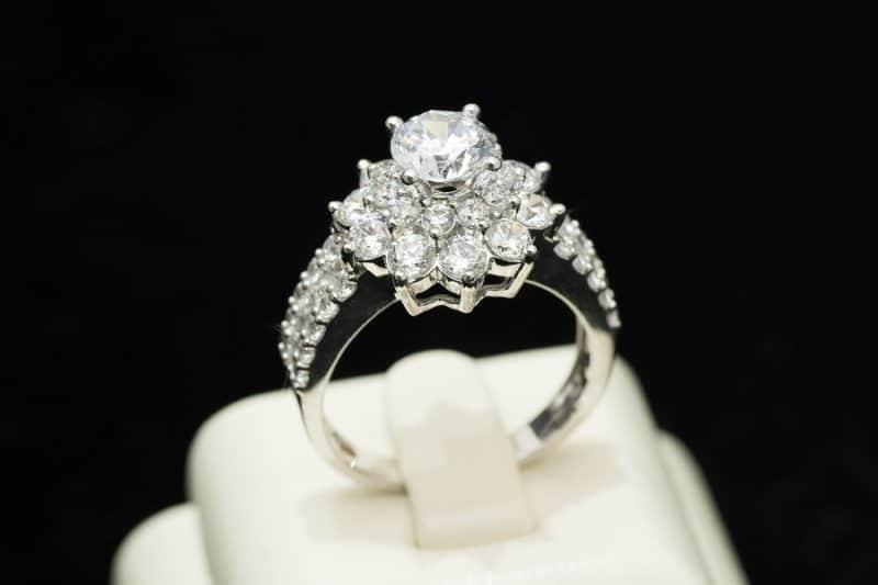 Điểm nổi bật của các mẫu nhẫn vàng trắng đẹp