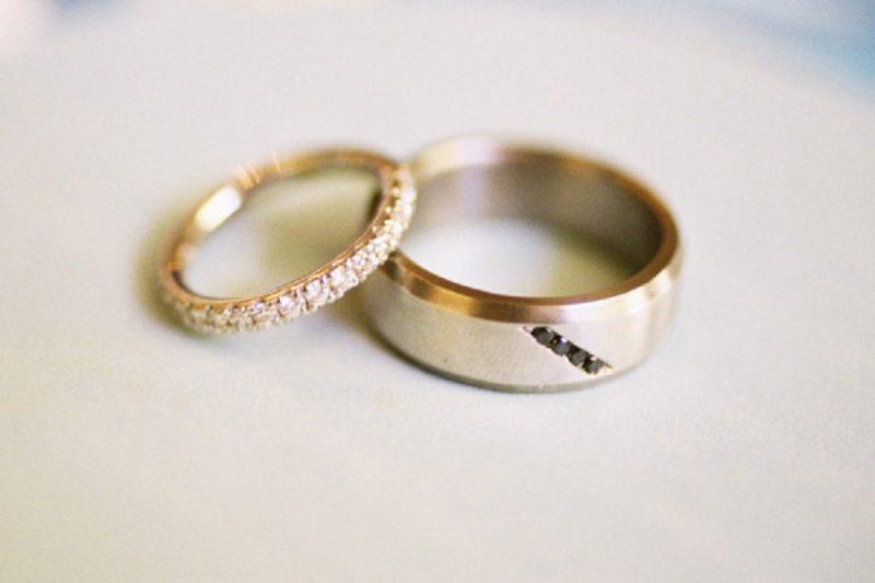 Một cặp nhẫn cưới giá bao nhiêu tiền?