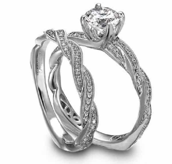 Đôi nhẫn cưới kim cương thiết kế ấn tượng hình dây xích