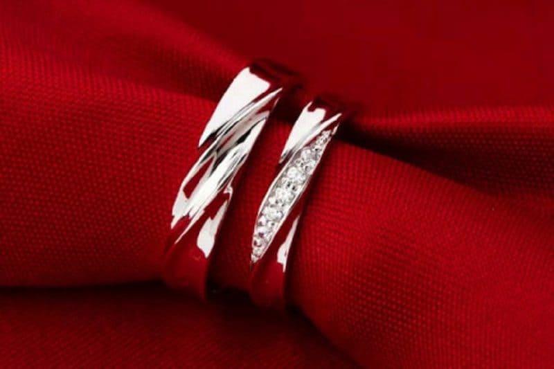 Giá 1 cặp nhẫn cưới vàng trắng bao nhiêu?