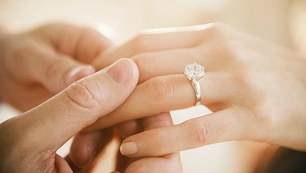 Chú ý đến chất liệu nhẫn cưới để chọn sản phẩm phù hợp túi tiền