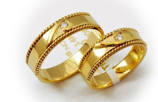 Cặp nhẫn cưới đẹp với nhấn viền tạo đường nét tinh tế