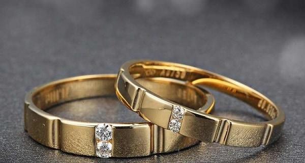 Kiểu nhẫn cưới tương đồng về hình khối độc đáo, ấn tượng