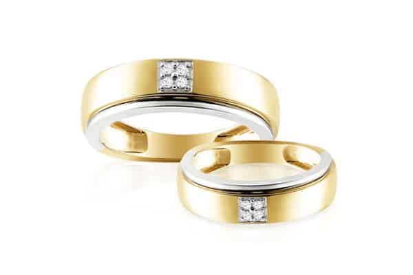 Mẫu nhẫn cưới với ới 4 viên kim cương chụm lại trong hình vuông tạo sự chắc chắn trong tình yêu