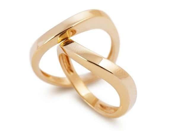 Kiểu nhẫn cưới uốn lượn tuy đơn giản nhưng khác biệt