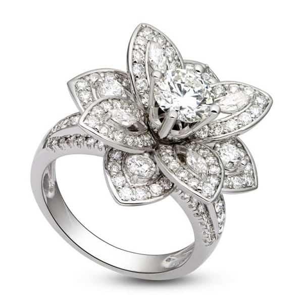 Mẫu nhẫn vàng trắng 18k hình hoa đính kim cương