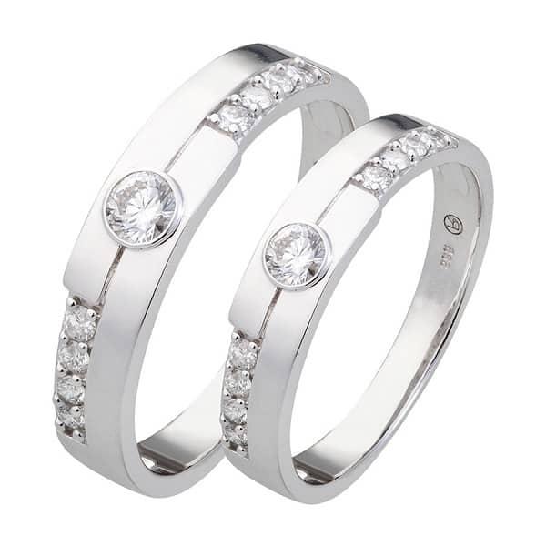 Cặp nhẫn vàng trắng đính kim cương