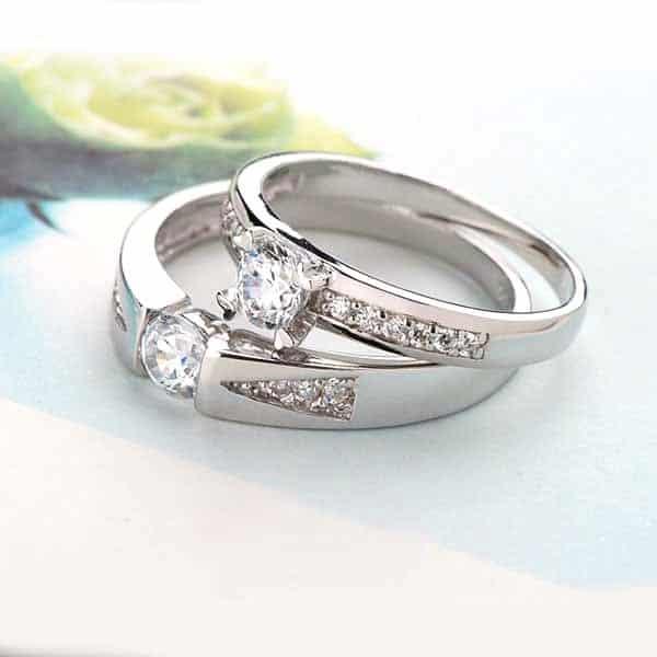 Mẫu nhẫn cưới vàng trắng đính kim cương