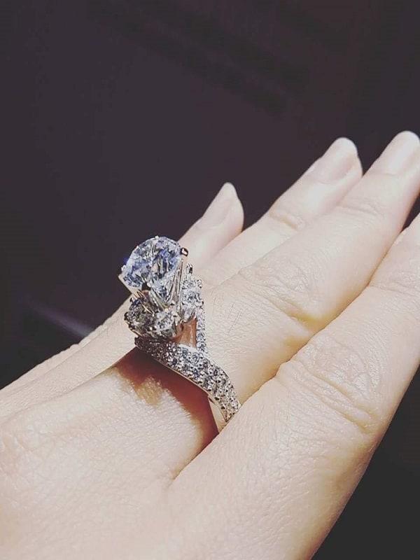 Mẫu nhẫn vàng ý đính kim cương