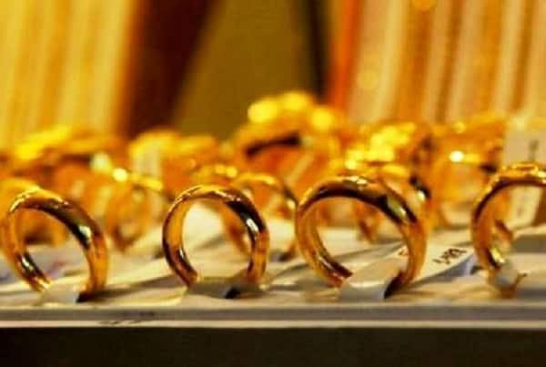 Giá nhẫn vàng trơn