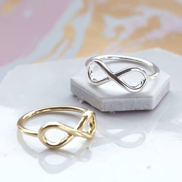 Cặp nhẫn cưới biểu hiện cho sự trường tồn