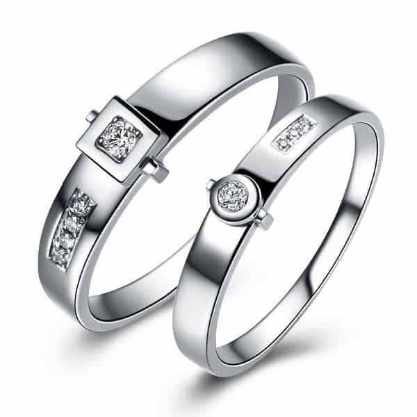 Cặp nhẫn cưới với nhẫn nam đính đá vuông – nữ đính đá tròn độc đáo