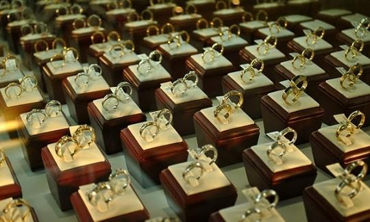 Chọn địa điểm và thương hiệu bán nhẫn cưới uy tín