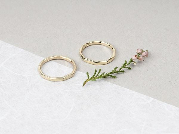 Nhẫn cưới đơn giản vừa đẹp, không lỗi mốt, chi phí rẻ