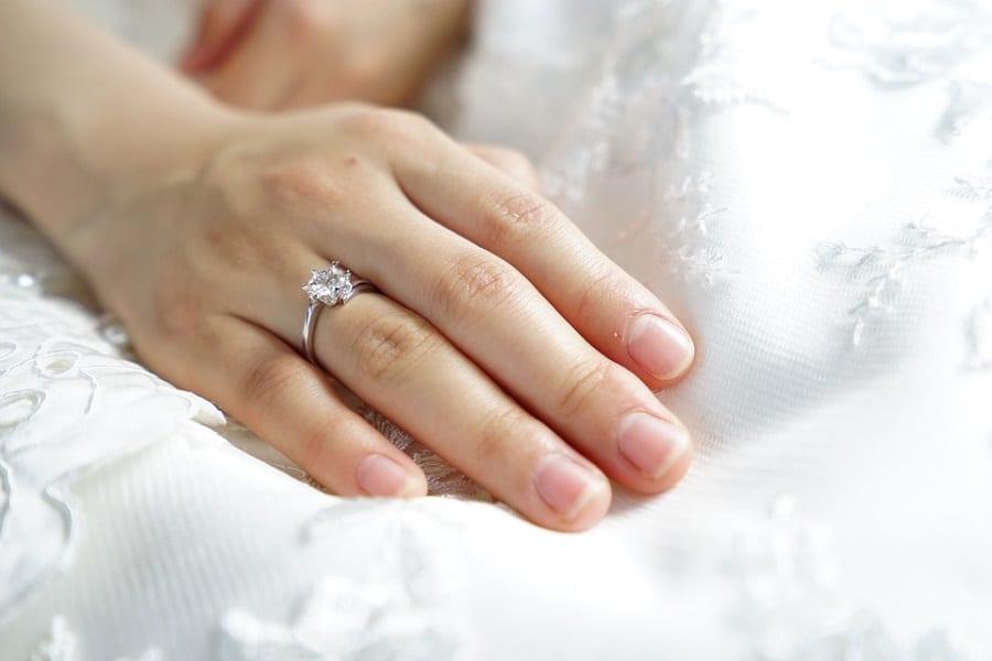 nhẫn cưới hiện đại