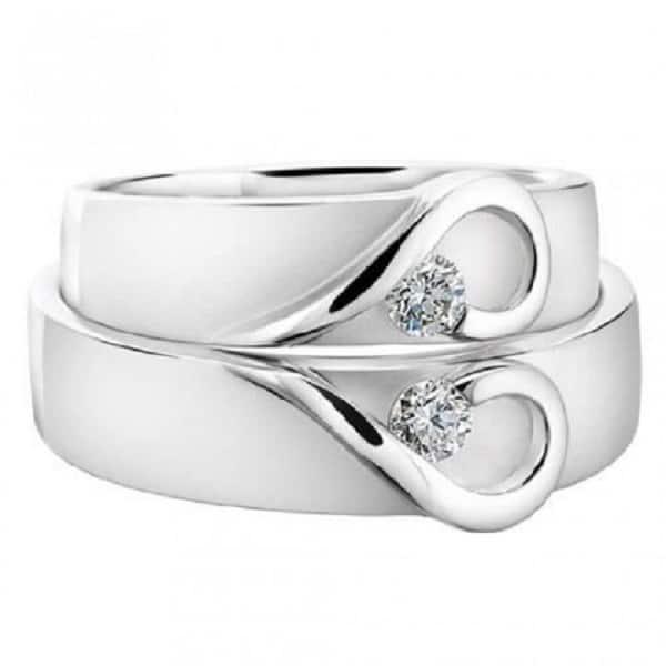 Nhẫn cưới vàng trắng với hai nửa trái tim ấn tượng