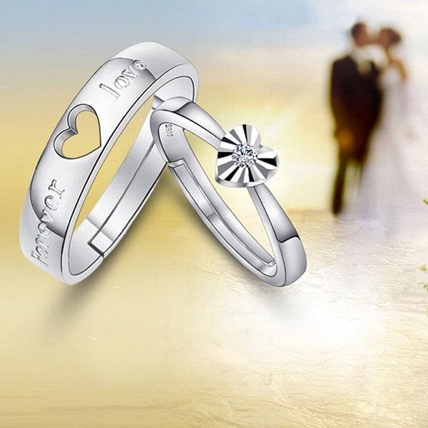 Kiểu nhẫn cưới lấp đầy ổ khóa hai nửa trái tim