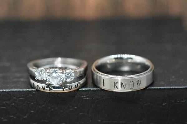 Nhẫn cưới độc đáo, khắc tên