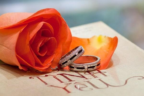 Chọn cửa hàng cao cấp mua nhẫn cưới