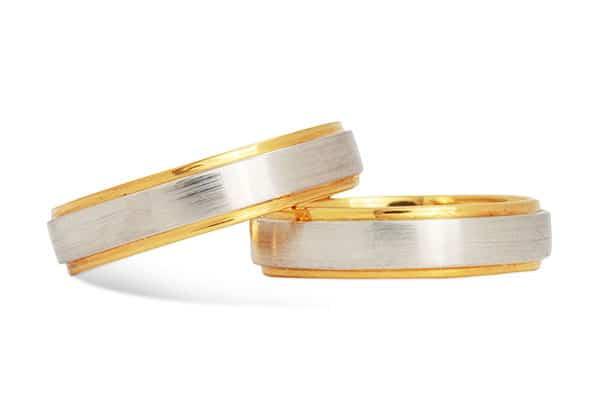 Nhẫn cưới đơn giản kết hợp hai màu sắc