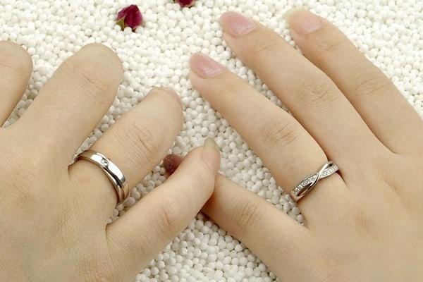 Nhẫn cưới hình dây xích