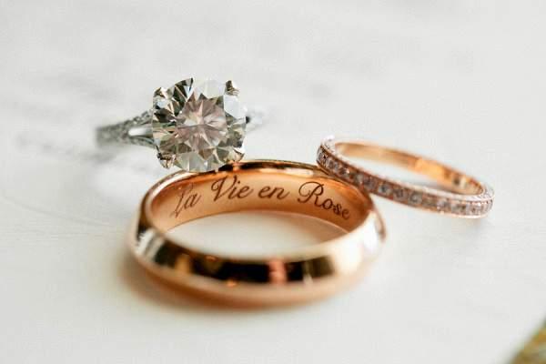 Những mẫu nhẫn cưới mới nhất khắc chữ
