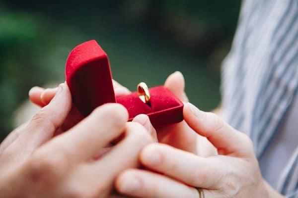 Nhẫn cưới thời trang không lo lỗi mốt